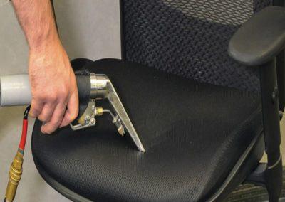 Čištění křesel a židlí 003
