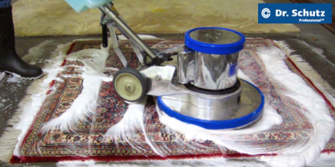 Pěnové čištění koberců